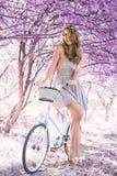 Młoda kobieta na bicyklu w fantazj menchii lesie Obrazy Stock
