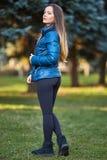 Młoda kobieta portret plenerowy zdjęcia stock