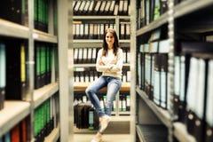 Młoda Kobieta Pracuje firm archiwa Fotografia Royalty Free