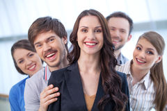 Młoda kobieta prowadzi grupy ludzi. Obraz Stock