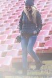 Młoda kobieta puszek schodki stadium Fotografia Royalty Free