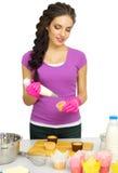 Młoda kobieta szef kuchni przygotowywa jedzenie Fotografia Royalty Free