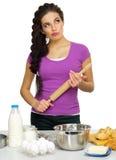 Młoda kobieta szef kuchni przygotowywa jedzenie Zdjęcie Royalty Free
