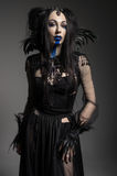 Młoda kobieta w czarnym fantazja kostiumu Zdjęcia Royalty Free