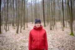 Młoda kobieta w drewna Zdjęcie Royalty Free