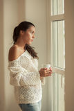 Młoda kobieta w jej nowym domu Zdjęcia Stock