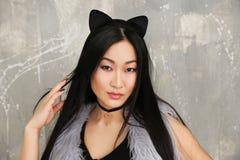Młoda kobieta w kotów ucho Obraz Stock