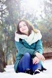 Młoda kobieta w parku w zimie Obraz Royalty Free