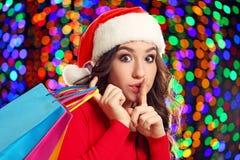 Młoda kobieta w Santa kapeluszu Fotografia Stock