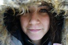 Młoda kobieta z kapiszonem w zimie Fotografia Royalty Free