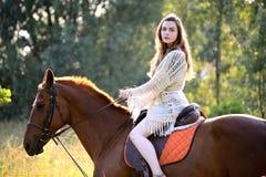 Młoda kobieta z koniem Zdjęcia Stock