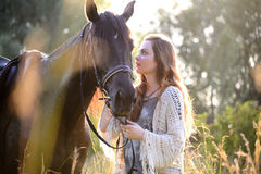 Młoda kobieta z koniem Obraz Royalty Free