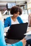Młoda kobieta z laptopem Obraz Stock