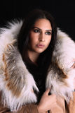 Młoda kobieta z luksusowymi akcesoriami Zdjęcia Royalty Free