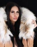 Młoda kobieta z luksusowymi akcesoriami obrazy royalty free