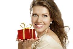 Młoda kobieta z prezentem Fotografia Stock