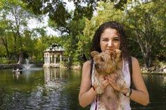 Młoda kobieta z psem w parku Obraz Royalty Free