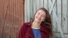 Młoda kobieta z stomatologicznymi brasami zbiory wideo
