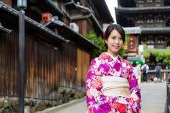 Młoda kobieta z tradycyjnym odziewa Obraz Stock