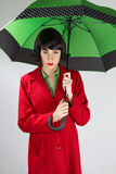 Młoda kobieta z zielonym mbrella Obraz Royalty Free