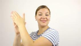 M?oda pi?kna kobieta oklaskuje z admiracj? zdjęcie wideo