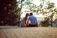 Młoda romantyczna para obrazy stock
