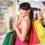 Młoda urocza kobieta z torba na zakupy Zdjęcie Stock
