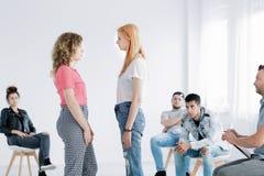 Młode dziewczyny podczas psychotherapy Zdjęcia Royalty Free