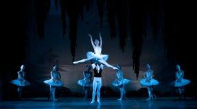 Młode tancerz baleriny w klasowym klasycznym tanu, balet Fotografia Stock