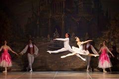 Młode tancerz baleriny w klasowym klasycznym tanu, balet Obraz Stock