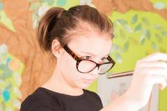 Młodej Dziewczyny mienia Paintbrush Obrazy Stock
