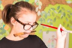 Młodej Dziewczyny mienia Paintbrush Obraz Royalty Free
