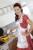 Młodej gospodyni domowej wypiekowi gofry Obraz Royalty Free