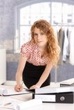 Młody atrakcyjny projektant mody w pracie Zdjęcia Royalty Free