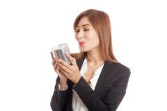 Młody Azjatycki biznesowej kobiety buziak menniczy bank Zdjęcie Royalty Free
