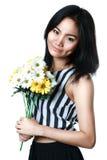 Młody azjatykci kobieta seansu kwiat Obraz Royalty Free
