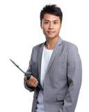 Młody biznesmen niesie z schowkiem Zdjęcia Stock