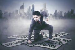 Młody biznesmen uderza jego problemy Fotografia Royalty Free