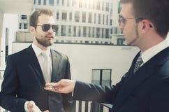 Młody biznesmena inwestor kupuje nowego mieszkanie Obrazy Royalty Free