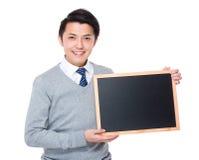 Młody biznesmena przedstawienie z chalkboard Obrazy Stock