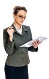 Młody Biznesowej kobiety czytanie Zdjęcia Stock