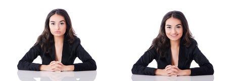 Młody bizneswomanu obsiadanie przy biurkiem na bielu Zdjęcia Royalty Free