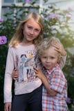 Młody brat i siostra obrazy royalty free