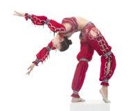 Młody contortionist, cyrkowy wykonawca w czerwonym kostiumu Zdjęcia Stock