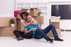 Młody homoseksualny pary chodzenie w nowym domu Obrazy Stock