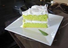 Młody Kokosowy Szyfonowy tort Zdjęcie Stock