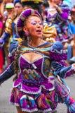 Młody lokalny kobieta taniec podczas festiwalu Dziewiczy De Los angeles Ca Zdjęcie Royalty Free