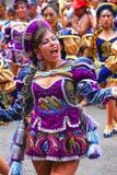 Młody lokalny kobieta taniec podczas festiwalu Dziewiczy De Los angeles Ca Fotografia Stock