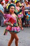 Młody lokalny kobieta taniec podczas festiwalu Dziewiczy De Los angeles Ca Zdjęcia Stock