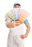 Młody malarz rozprzestrzenia koloru swatch Obrazy Royalty Free
